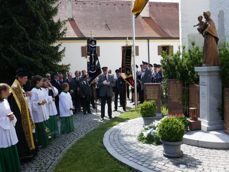Grossansicht in neuem Fenster: Ansprache am Kriegerdenkmal