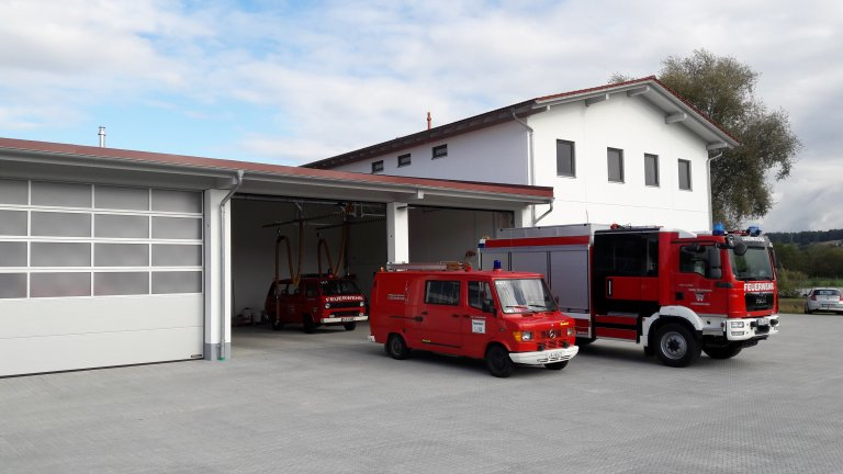 FFW Loizenkirchen - alte und neue Fahrzeuge