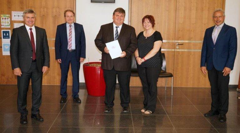Überreichung des Ehrenzeichens des Bayerischen Ministerpräsidenten für Verdienste von im Ehrenamt tätigen Frauen und Männern an Robert Wünsch