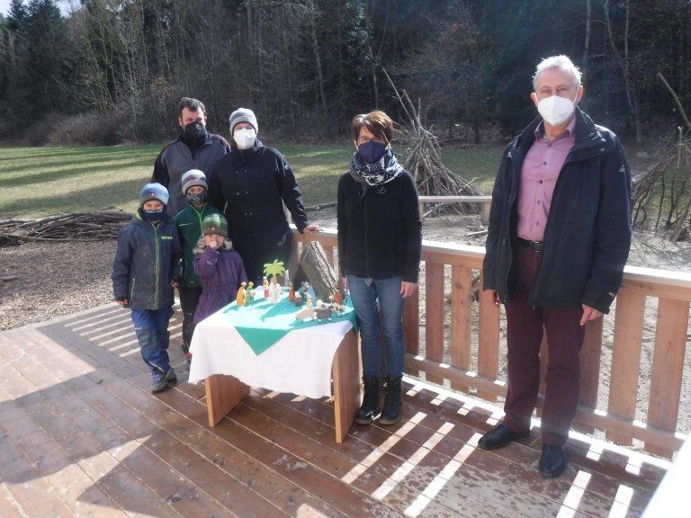 Spende der Krippenfiguren von Familie Danner für die Naturgruppe der Kita Kirchberg